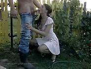 Feine Leonie Sex im Garten